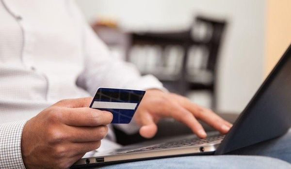 1521663226_online-shopping-debit-credit-card-usage